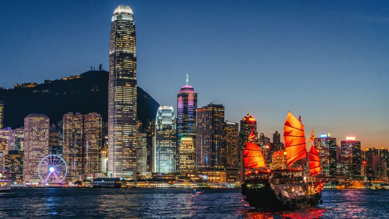 Explore the Speciality of Hong Kong With Your Friends!