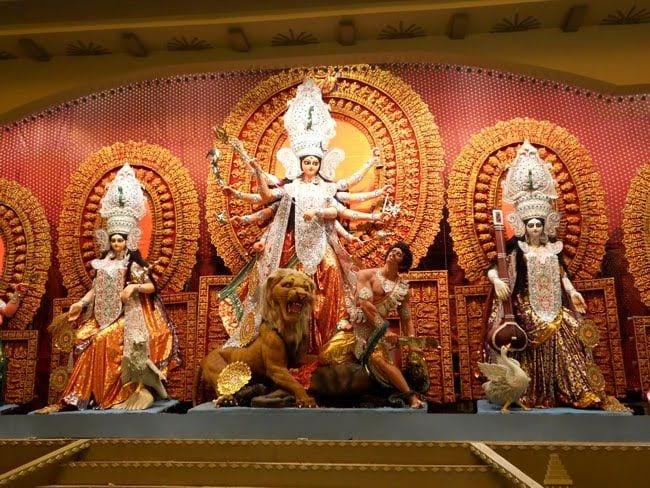 Durga Puja: Be my Durga Pujo, I'll be your Kolkata..!!