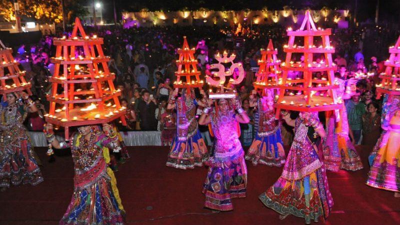 Festival of Gujarat: Colors of Garba / Dandiya in Navratri